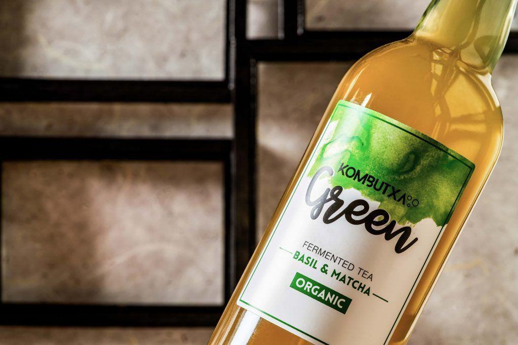 Kombucha o té verde. Ingredientes taza de te